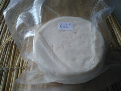 zz- Tomme fraîche sans sel, pour l'aligot, truffade, salade composée et pizza ( environ 400 gr et 500 gr sous vide.