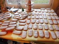 Langue de pain d'épices (biscuit de pain d'épices aux noix de la St Nicolas; plat avec un glaçage) (6)