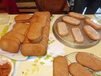 Langue de pain d'épices (biscuit de pain d'épices aux noix de la St Nicolas; plat avec un glaçage)